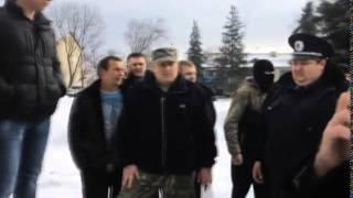 В Валках пытались повалить памятник Ленину(http://objectiv.tv/280115/109001.html - Попытка «Ленинопада» в Валках. Районные власти совместно с милицией предотвратили..., 2015-01-29T01:18:00.000Z)