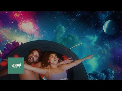 """Rawayana - """"Camarones y Viniles"""" (Official Music Video)"""