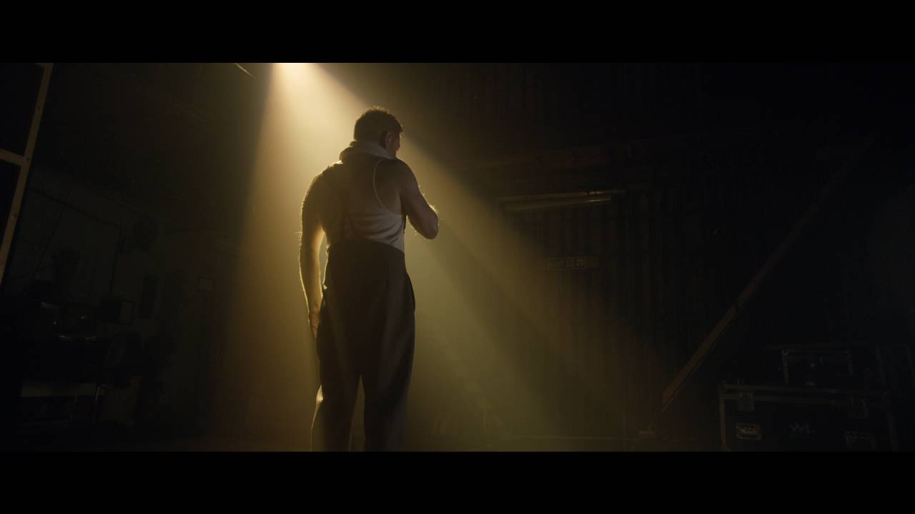 Download The Entertainer   Cinema Trailer