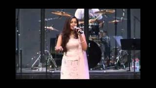 Shreya Ghoshal Sydney Utshab 21 Aug 2010 - Chalo Tumko Lekar Chalein.flv