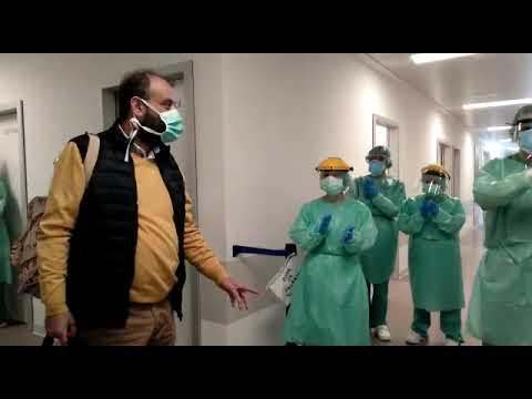 Ovación en el Álvaro Cunqueiro a otro paciente dado de alta