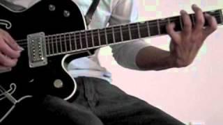 ザックリとゆっくりとギターリフを弾きました。 参考になればいいんです...