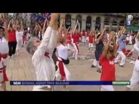 France3 Aquitaine filme Yoga Massala qui organise le Yoga des Fêtes de Bayonne