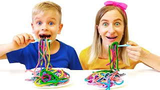 Dima and Mom Pretend Play want the same colored noodles