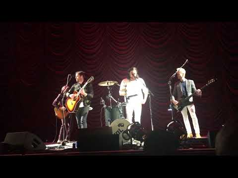 kings-of-leon---talihina-sky---live-(chicago-8/12/17)-hollywood-casino-amphitheatre