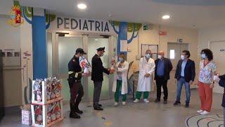 Risarcito per il Covid, poliziotto regala giochi ai bimbi del reparto di Pediatria di Savigliano
