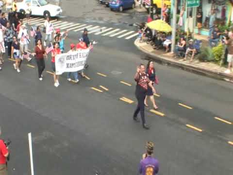 Mayor and County of Kauai walking in Veterans Day parade