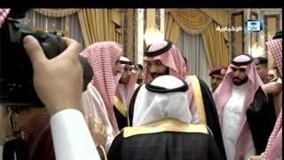 ولي العهد يقبل رأس مفتي عام المملكة