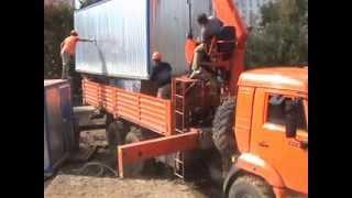 Кран-манипулятор КАМАЗ - погрузка бытовки(Аренда манипулятора на сайте http://www.kmuexpert.ru/, 2013-11-20T10:01:40.000Z)