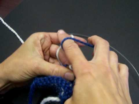 How to Catch Back Yarn in Two Color Stranded Knitting - YouTube