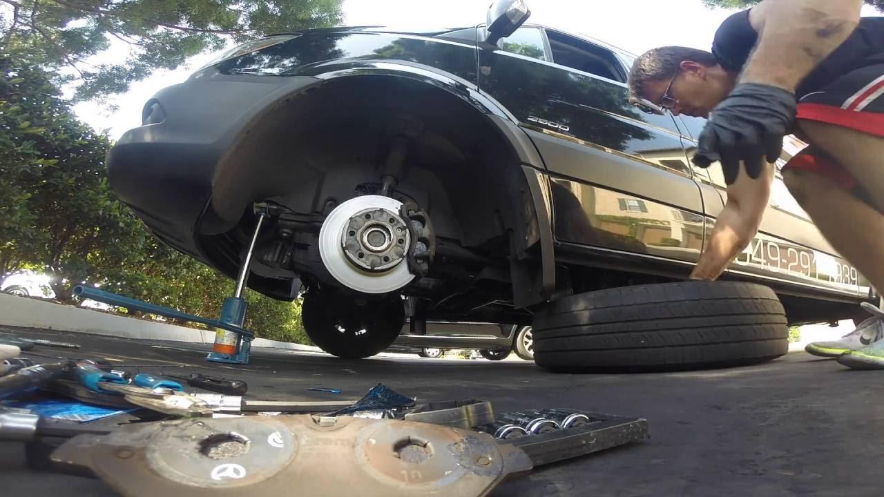 How To Replace Brake Pads 2015 Mercedes Sprinter / Dodge Sprinter 1080HD
