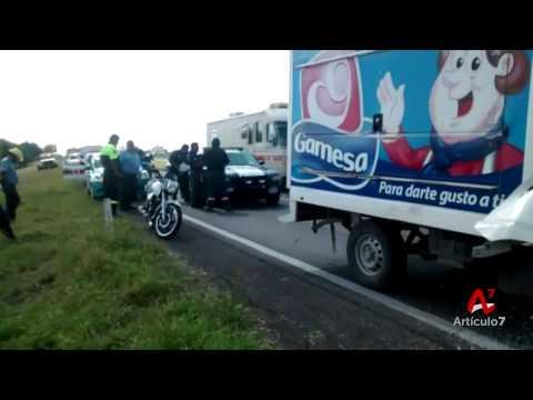 Muere empleado de Pepsico al chocar contra trailer