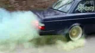 Colored Smoke Volvo 242 Burnout