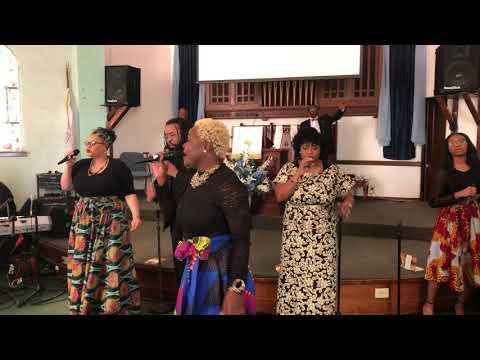 Praise Teams Sings The Jesus in me Loves the Jesus in you (So Easy).