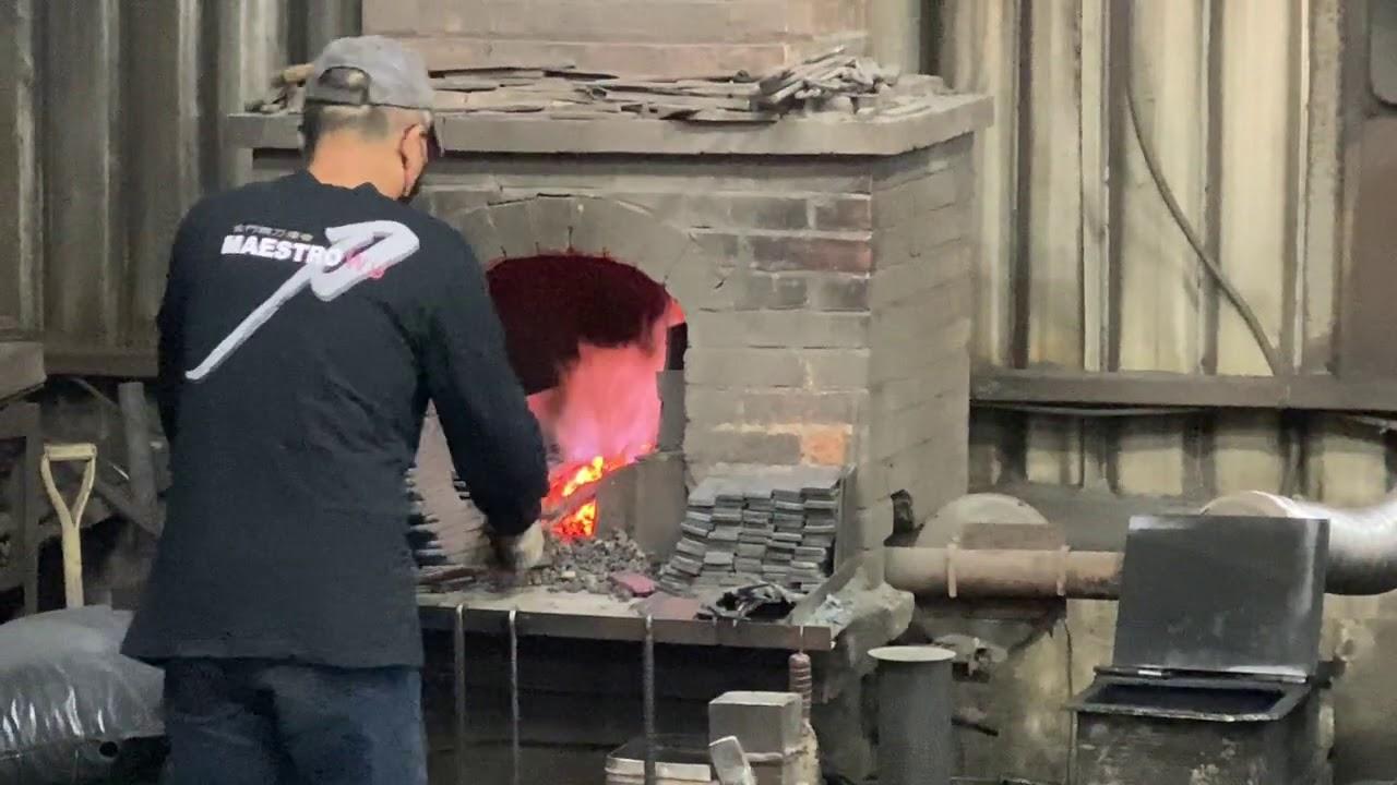 炮彈殻鍛造菜刀         金門的特色產業:轉戰場武器為廚房用具