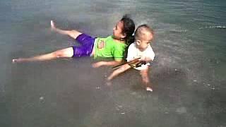 Bugil di pantai
