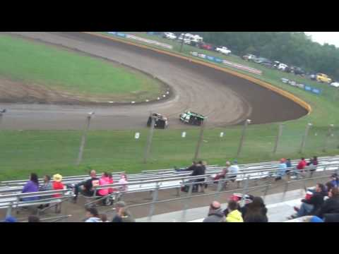 8/27/2016 Cedar Lake Speedway in the rain Mod Heat Race battle Jesse Glenz Joey Jensen