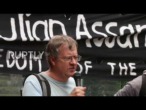 Australia: 'Bring Julian Home!' - Protesters rally outside UK Consulate in Sydney