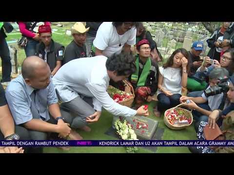 Reza Rahardian Nyekar Ke Makam Benyamin Sueb