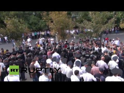 LIVE: Scuffles outside  the head prosecutors office in Chisinau