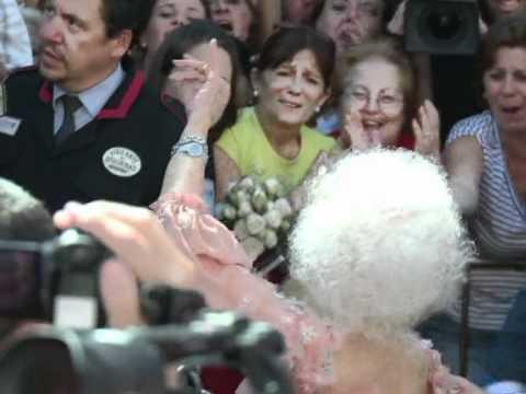 Hochzeit mit 85 - Herzogin von Alba entzückt Fans mit Flamenco