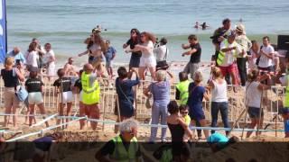 Manifestation pour sauver la plage de La Baule