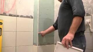 видео Как закрыть (спрятать) трубы в туалете: короб, жалюзи, шкафчик и другие варианты