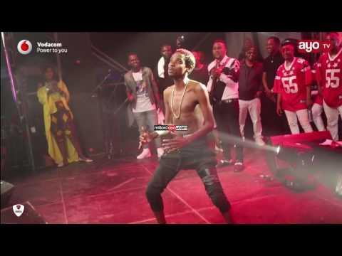 Mchekeshaji Eric Omondi alivyovamia stage kucheza SALOME na Diamond