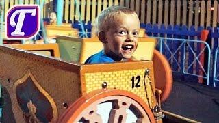 VLOG Парк Аттракционов в Америке - Горки Машинки Самолёты Видео Для Детей Six Flags Amusement Park(Максим продолжает гулять по парку Six Flags Great Adventure и кататься на аттракционах. В этой серии Максим покатается..., 2015-10-21T04:57:12.000Z)