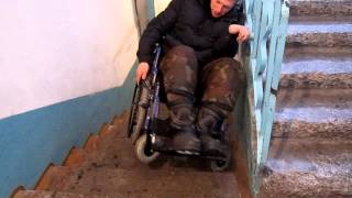 по ступенькам на инвалидной коляске