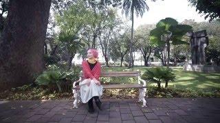 Chiki Fawzi - Bulan Di Telinga (Official Video Clip)