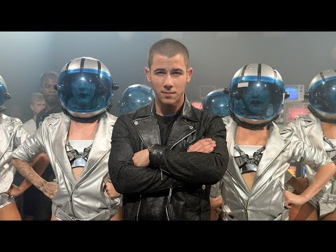 "Nick Jonas Hot ""Levels"" Performance At The 2015 MTV VMA's"