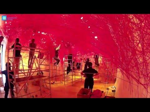 Így épült Chiharu Shiota - EmlékesőRain of Memories - Timelapse videó