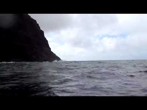 110729 31 Wailau boat over