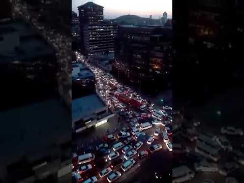 Traffic jam as Zimbabweans celebrate a post Mugabe era