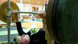 Юля Коновалова жим 90 кг