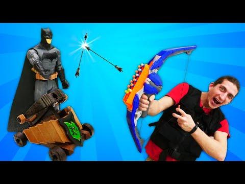 Бэтмен и супергерои в видео шоу - Фабрика Героев в рыцарском Замке! – Игры для мальчиков.