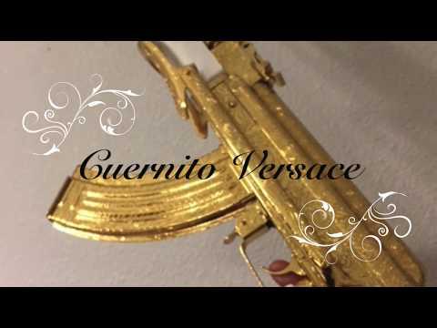 Armando mi Cuernito Versace