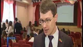 Член фракции КПРФ Артем Прокофьев провел парламентский урок