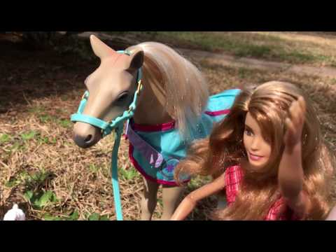 Elsa, Anna, and Kristoff Toddlers Visit the Farm!  Doll Video - Farmer Barbie has a horse