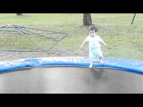 trampoline baby cama elastica bebe youtube. Black Bedroom Furniture Sets. Home Design Ideas