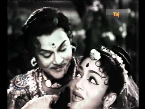 Sangam Muzhangi Song Lyrics From Aada Vantha Deivam