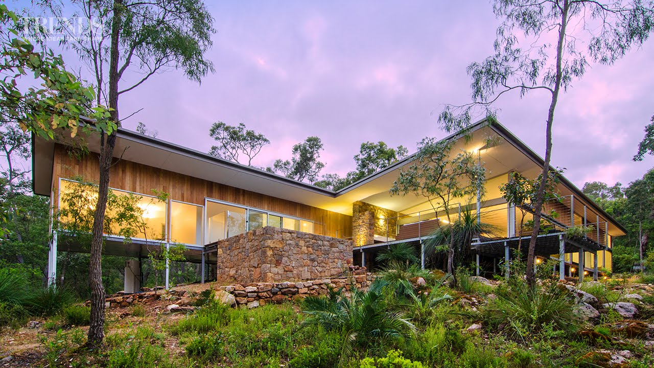 Modern new home in bush setting western australia for Beach house designs western australia