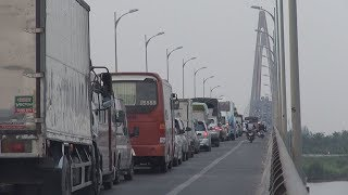 Cầu Rạch Miễu kẹt xe kinh hoàng, BOT xả trạm vẫn không hết kẹt