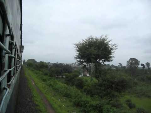 JABALPUR NEW DELHI SHRIDHAM EXPRESS CHUGS THROUGH NARMADA BRIDGE NEAR JABALPUR