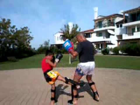 CAIRO KICKBOXING - ramon pads training.