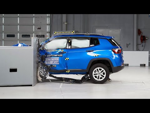 2017 Jeep Compass driver-side small overlap IIHS crash test