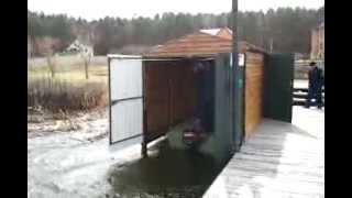 Распашные гаражные ворота над водой(Продажа и установка гаражных ворот (распашные ворота, откатные ворота), рольставни, шлагбаумы, роллеты и..., 2011-06-17T14:16:40.000Z)