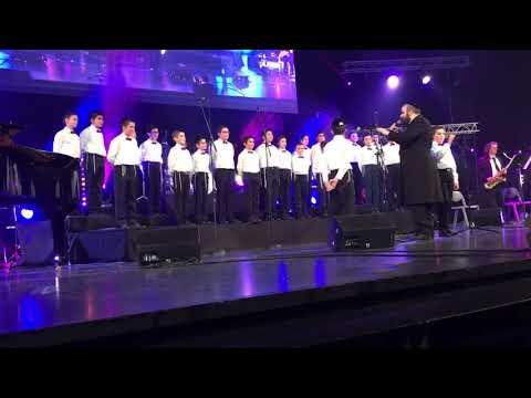 Karahod by cheder Lubavitch paris choir