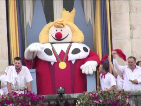 Giant puppets, festivities in French town of Bayonne